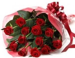 Ordu uluslararası çiçek gönderme  10 adet kipkirmizi güllerden buket tanzimi