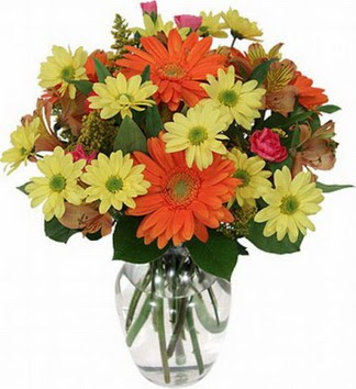 Ordu 14 şubat sevgililer günü çiçek  vazo içerisinde karışık mevsim çiçekleri