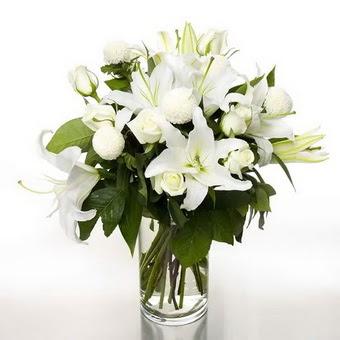 Ordu çiçek yolla , çiçek gönder , çiçekçi   1 dal cazablanca 7 adet beyaz gül vazosu