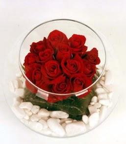 Cam fanusta 11 adet kırmızı gül  Ordu çiçek gönderme sitemiz güvenlidir