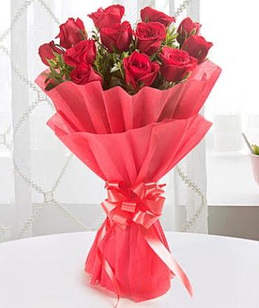 12 adet kırmızı gülden modern buket  Ordu İnternetten çiçek siparişi