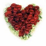 kalp biçiminde 15 gülden   Ordu çiçek mağazası , çiçekçi adresleri