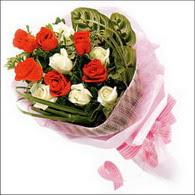 5 kirmizi 5 beyaz güllerden   Ordu internetten çiçek siparişi