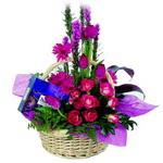 çikolata ve sepette çiçek   Ordu çiçek yolla , çiçek gönder , çiçekçi