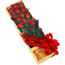 kutuda 12 adet kirmizi gül   Ordu İnternetten çiçek siparişi