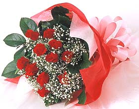 12 adet kirmizi gül buketi  Ordu çiçek siparişi vermek