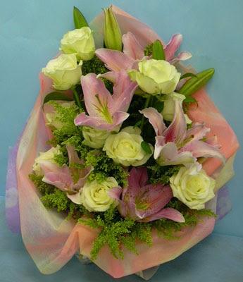 11 adet gül ve 2 adet kazablanka buketi  Ordu çiçekçi mağazası