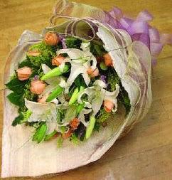 Ordu çiçekçi mağazası  11 ADET GÜL VE 1 ADET KAZABLANKA
