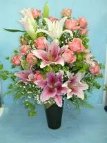Ordu çiçekçi mağazası  cam vazo içerisinde 21 gül 1 kazablanka