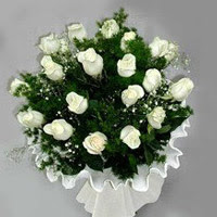 Ordu çiçek , çiçekçi , çiçekçilik  11 adet beyaz gül buketi ve bembeyaz amnbalaj