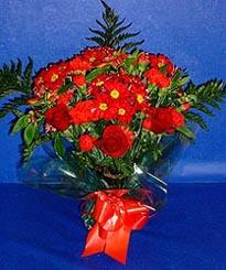 Ordu çiçek , çiçekçi , çiçekçilik  3 adet kirmizi gül ve kir çiçekleri buketi
