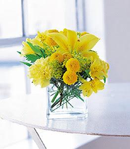 Ordu çiçek satışı  sarinin sihri cam içinde görsel sade çiçekler