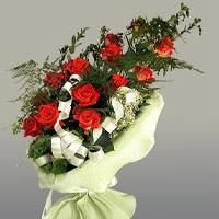 Ordu çiçek satışı  11 adet kirmizi gül buketi sade haldedir