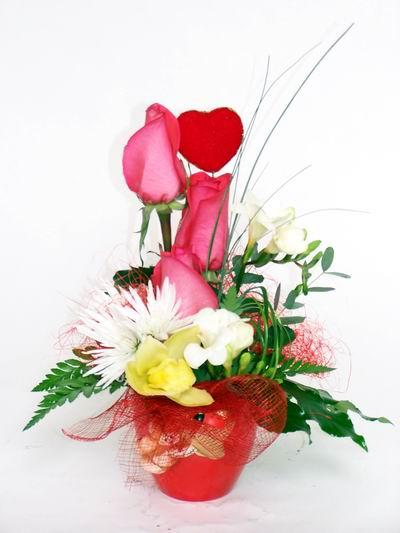 Ordu çiçek satışı  cam içerisinde 3 adet gül ve kir çiçekleri