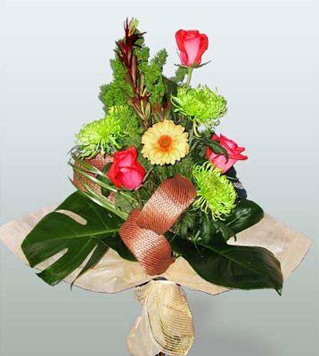 Ordu çiçek satışı  3 adet gül 4 adet gerbera çiçegi sade buket