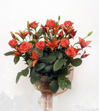 9 adet gül ve 3 adet lilyum çiçegi buketi   Ordu çiçek siparişi vermek