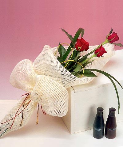 3 adet kalite gül sade ve sik halde bir tanzim  Ordu internetten çiçek satışı