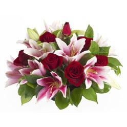 güller ve kazablnaklardan aranjman  Ordu uluslararası çiçek gönderme