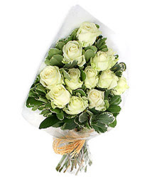 Ordu güvenli kaliteli hızlı çiçek  12 li beyaz gül buketi.