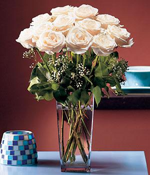 Ordu 14 şubat sevgililer günü çiçek  Cam yada mika vazo içerisinde 12 gül