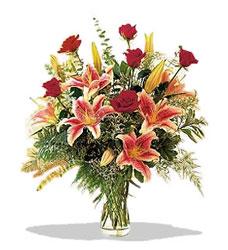 Ordu hediye sevgilime hediye çiçek  Pembe Lilyum ve Gül