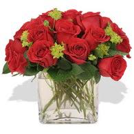 Ordu çiçek yolla  10 adet kirmizi gül ve cam yada mika vazo