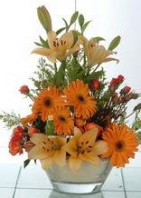 Ordu hediye sevgilime hediye çiçek  cam yada mika vazo içinde karisik mevsim çiçekleri