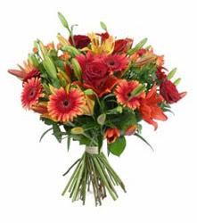 Ordu çiçek gönderme sitemiz güvenlidir  3 adet kirmizi gül ve karisik kir çiçekleri demeti
