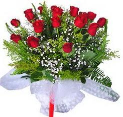 Ordu çiçek gönderme  12 adet kirmizi gül buketi esssiz görsellik