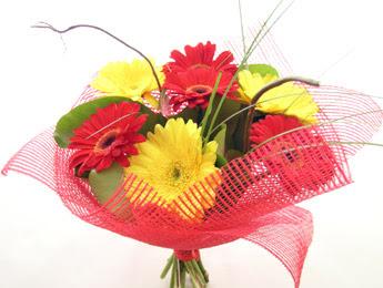 9 adet gerbera çiçeklerinden buket  Ordu çiçek gönderme