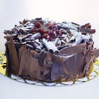 pasta yolla 4 ile 6 kisilik visneli çikolatali yas pasta  Ordu hediye çiçek yolla