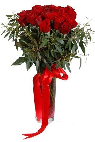 15 adet kirmizi gül cam vazo içerisinde  Ordu çiçekçi mağazası