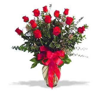 çiçek siparisi 11 adet kirmizi gül cam vazo  Ordu internetten çiçek siparişi