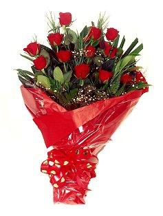 12 adet kirmizi gül buketi  Ordu çiçek siparişi sitesi