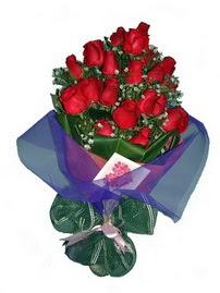12 adet kirmizi gül buketi  Ordu internetten çiçek siparişi