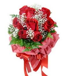 9 adet en kaliteli gülden kirmizi buket  Ordu hediye sevgilime hediye çiçek