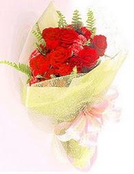 9 adet kirmizi gül buketi  Ordu çiçek siparişi vermek