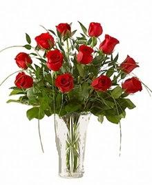 cam yada mika vazo içerisinde 9 kirmizi gül  Ordu hediye çiçek yolla