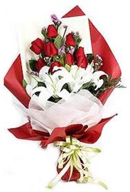 Ordu çiçek , çiçekçi , çiçekçilik  9 adet gül 2 adet kazablanka buketi