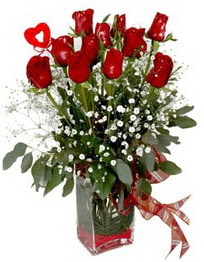 Ordu çiçekçiler  9 adet mika yada cam vazoda gül tanzimi kalp çubuk