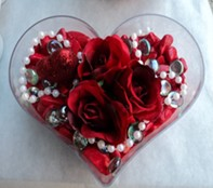 Ordu çiçek siparişi vermek  mika kalp içerisinde 3 adet gül ve taslar