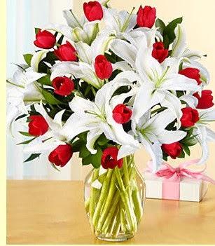 Ordu hediye çiçek yolla  3 kazablanka 10 kırmızı gül vazosu