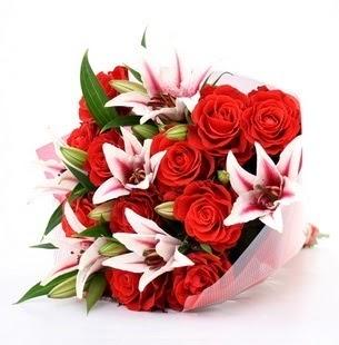 Ordu çiçekçiler  3 dal kazablanka ve 11 adet kırmızı gül