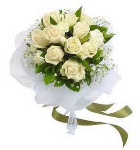 Ordu güvenli kaliteli hızlı çiçek  11 adet benbeyaz güllerden buket