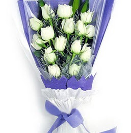 Ordu ucuz çiçek gönder  11 adet beyaz gül buket modeli