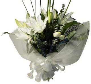 Ordu ucuz çiçek gönder  2 dal kazablanka çiçek buketi