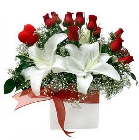 Ordu ucuz çiçek gönder  1 dal kazablanka 11 adet kırmızı gül vazosu