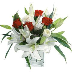 vazo içerisinde 4 gül 1 adet kazablanka  Ordu internetten çiçek siparişi