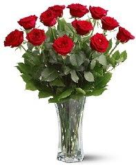 11 adet kırmızı gül vazoda  Ordu internetten çiçek satışı