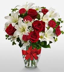 Eşsiz vazo tanzimi güller kazablankalar  Ordu internetten çiçek siparişi